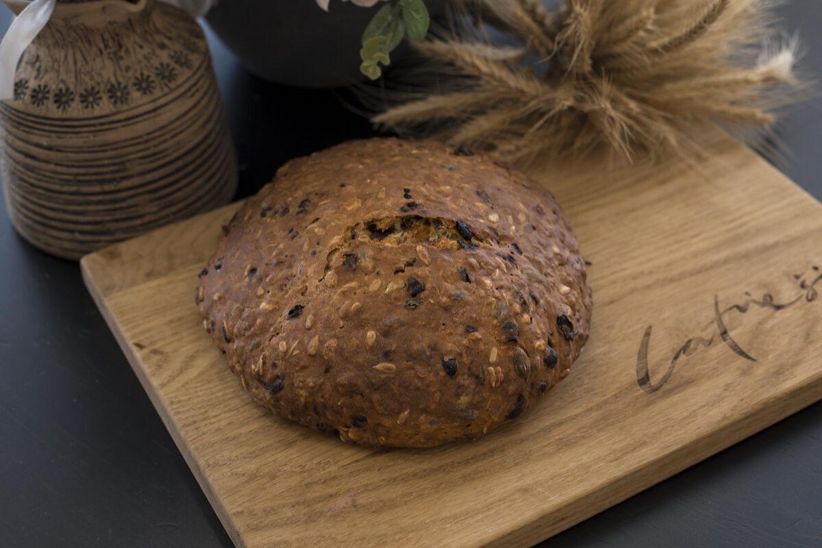 Saldā riekstu, žāvētu augļu maize 650 gr