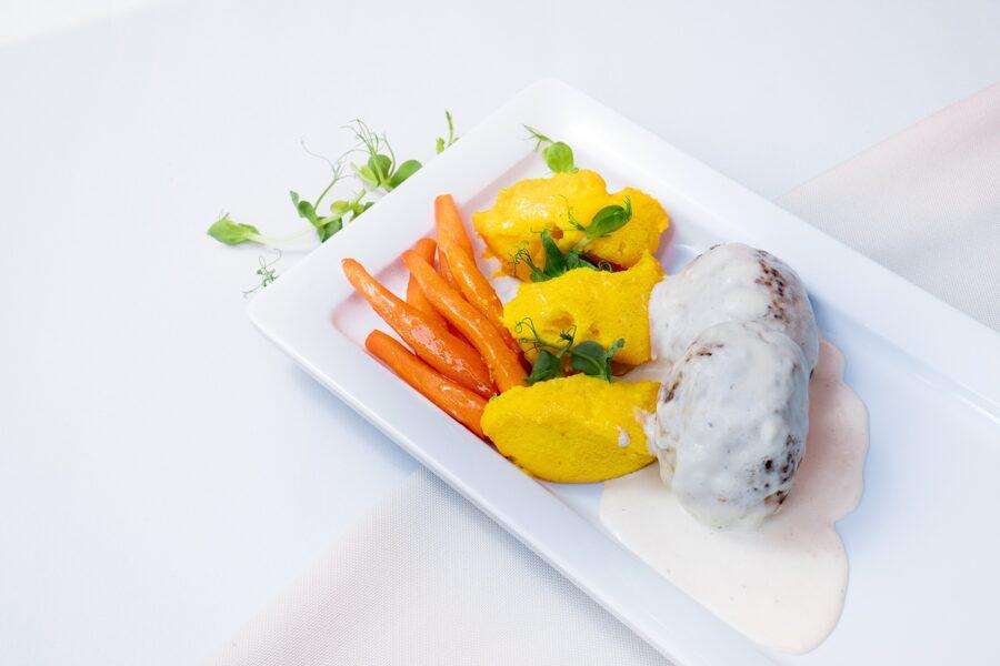 Truša gaļas kotletes saldā krējuma mērcē ar kartupeļu - burkānu biezeni 400gr